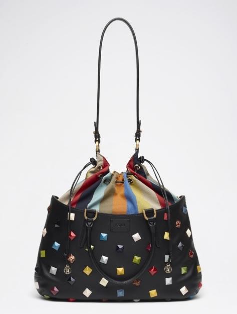 Бренд Fendi выпустил обновленную коллекцию сумок сезона весна-лето 2012.