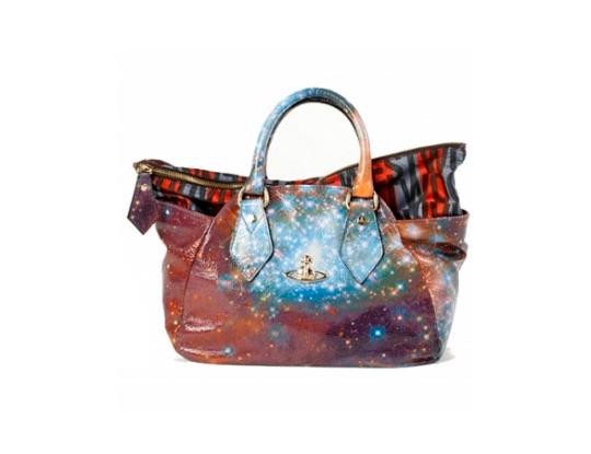 fe213a820525 Хулиганская и экстравагантная коллекция сумок для весенне-летнего сезона от  Vivienne Westwood
