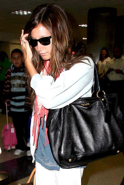 А вот Мерил Стрип с сумкой от Prada поймать не удалось - похоже, она...