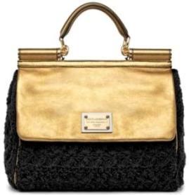 Несколько месяцев назад Мадонна появлялась с самыми разными сумками от.