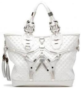 Глядя на сумку Gucci Techno Horsebit Large Tote, каждый скажет, что от нее веет футуризмом...