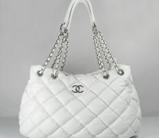 Превосходная!К 8 Марта!Белая сумка кожаная Шанель!оригинал.